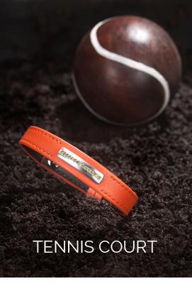 bracelet homme en veau lisse orange avec surpiqûre ton sur ton, barrette en or gris satiné brossé sans email, diamants vert olive.