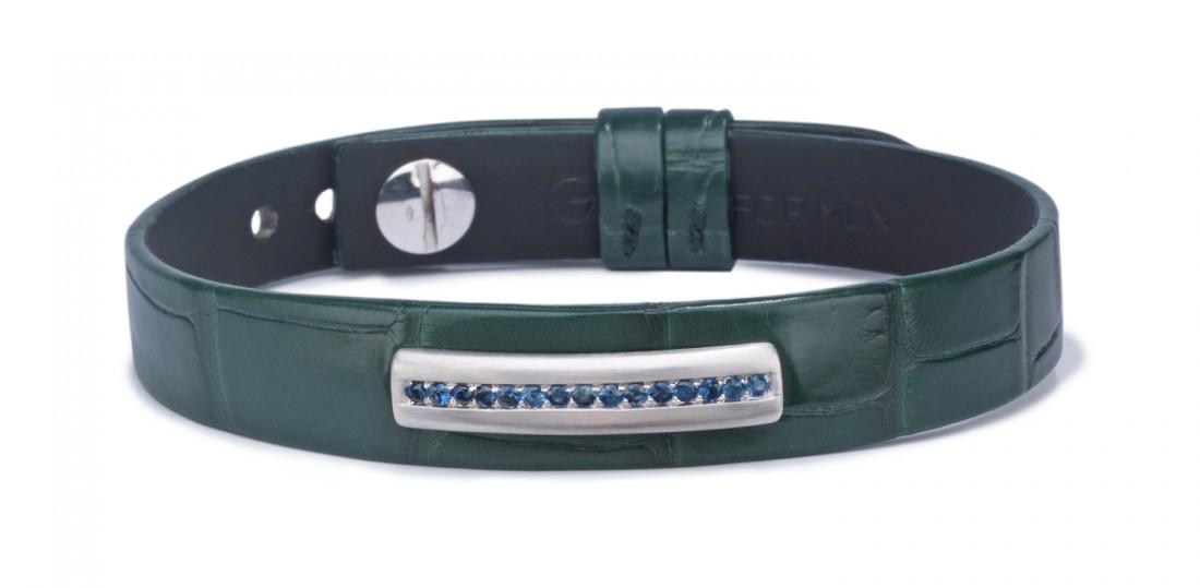 bracelet en cuir pour homme orné d'unebarrette en or brossé gris 18 kt sertie de saphirs. Ce bracelet pour homme est monté sur un alligator vert mat.