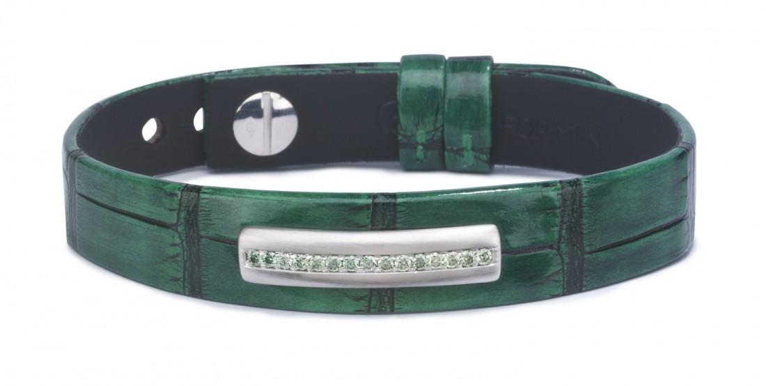 bracelet en cuir pour homme orné d'unebarrette en or brossé gris 18 kt sertie de diamants vert pomme. Ce bracelet pour homme est monté sur un alligator vert et noir, brillant.